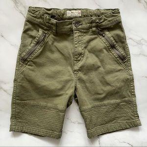 Like new! Zara boys army green shorts 8